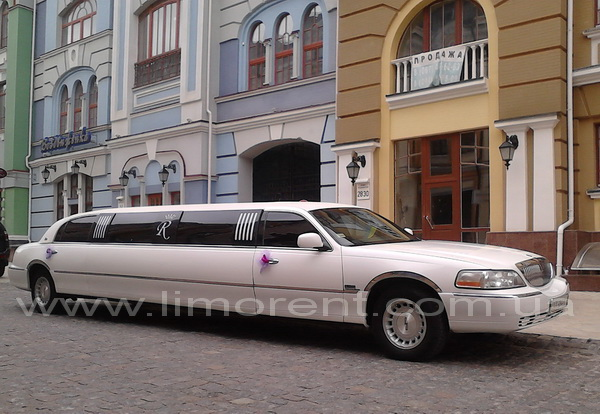 лимузин Lincoln Town Car Royal, лимузин на свадьбу, лимузин на прокат, прокат лимузинов Киев, аренда лимузина, фото лимузина